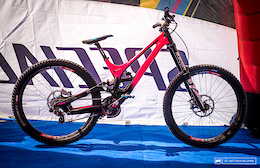 Troy Brosnan's Bright Pink Specialized Demo - Fort William World Cup 2016