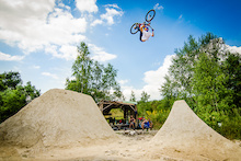 Video: Signatures' White Dirt Segment