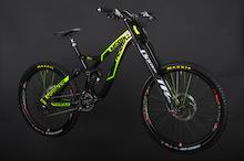 LamaCycles/NS Bikes Announces 2014 DH Team