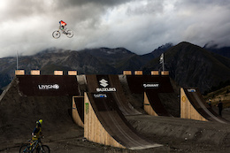 Video: Samson vs. Reynolds - Whip Offs, Suzuki Nine Knights 2015