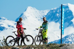 Fox Launches Women's DH Line of Clothing - Video
