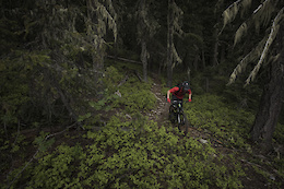 Hypersonic Blur: Kenny Smith on the Devinci Troy - Video