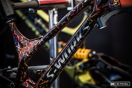 Bruni's Lava Frame and Ravanel's WC DH Bike: Tech Randoms - Val di Sole World Cup 2017