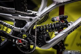 How Do the Pros Set Up Their Bikes for Extra-Steep Tracks? - Val di Sole DH World Cup 2017