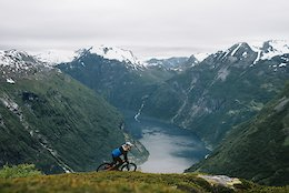 The Tourist 2: Makken and His Dog Charge Geiranger Fjord - Video