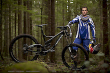 Steve Smith signs with Devinci for 2011