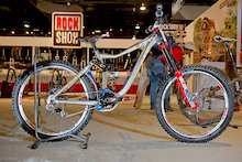 Danny Hart's World Champ Winning Giant Glory - Interbike 2011