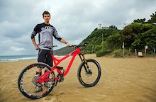 Video: Remi Absalon Bike Check - EWS Round 1 Punta Ala